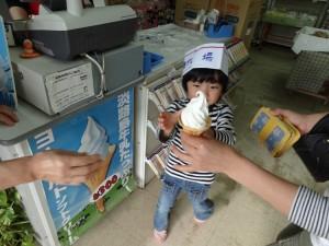 淡路島牧場の牛乳ソフトクリーム01