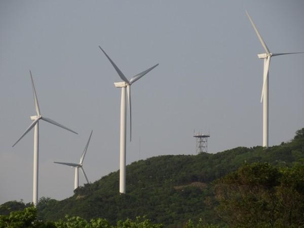淡路島風力発電の風車を見る09