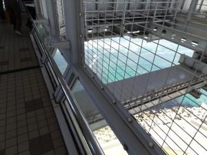 渦の道のガラス床から鳴門海峡の渦潮が見える01