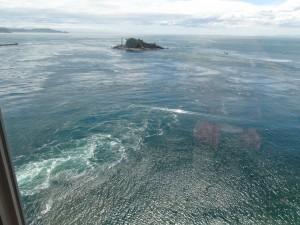 渦の道のガラス窓から鳴門海峡の絶景渦潮が見える01