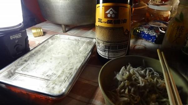 釜揚げしらす-谷国水産-日の岬オートキャンプ場でしらす丼