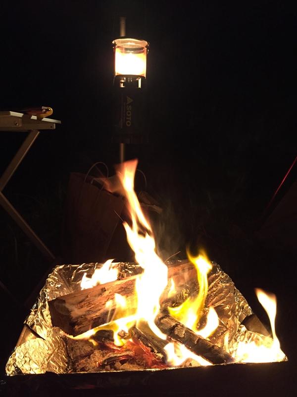 生駒山麓公園キャンプ場で新しいテントを張る